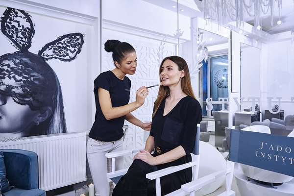 Przygotuj skórę przed makijażem wieczorowym - te zabiegi zdziałają cuda