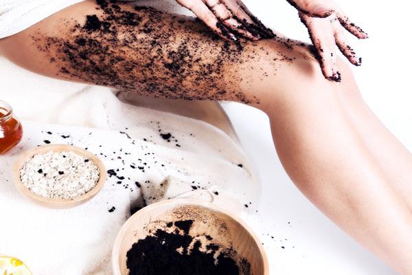 Peeling kawowy – sposób na gładką skórę