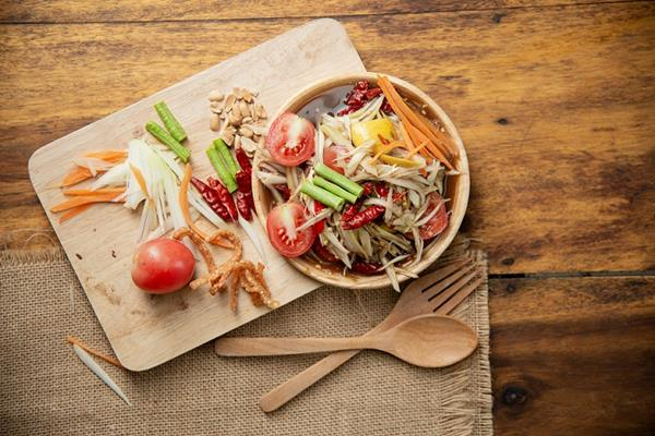 Jak wybierać dania w restauracji na diecie?